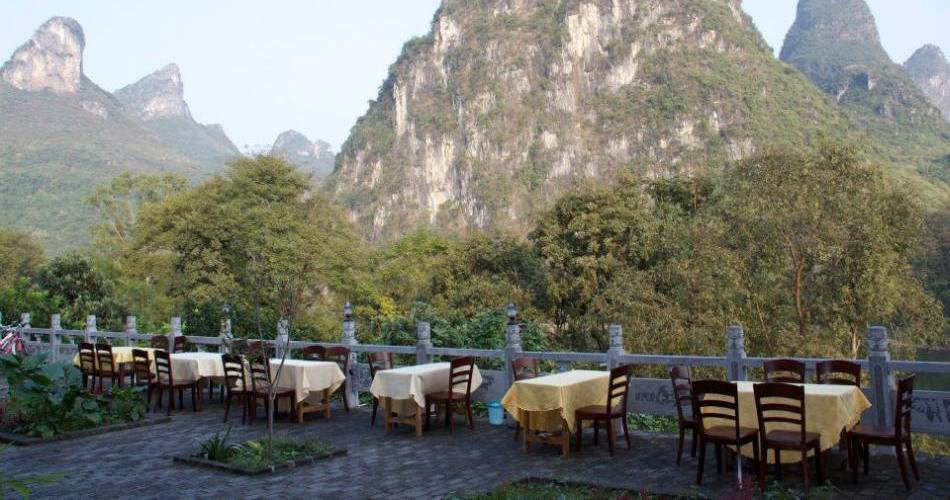 Essen mit Ausblick, Li River Resort, Yangshuo, China Rundreise
