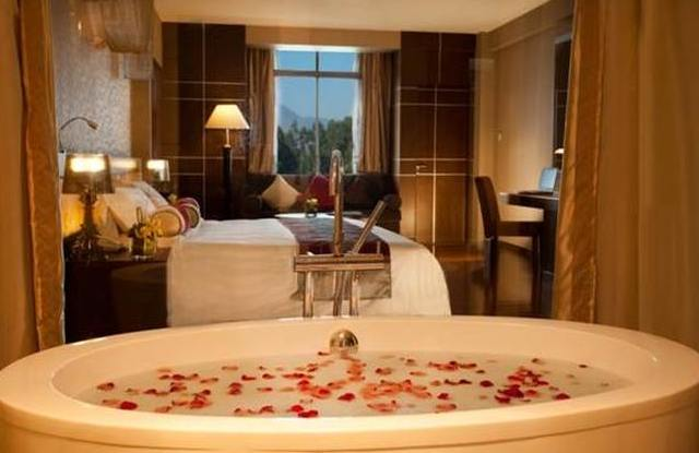 Badewanne, Spring City Golf & Lake Resort, Kunming, China Rundreise