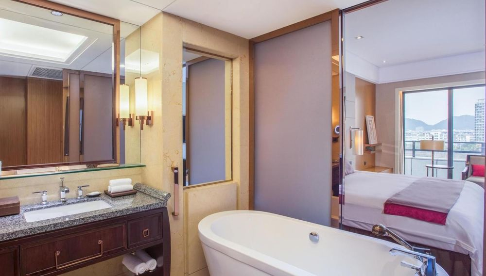 Suite, Crowne Plaza Huangshan, China Rundreise
