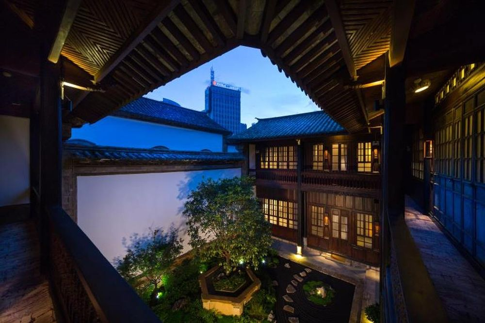 Innenhof, Silver Chest Boutique Hotel, Kunming, China Rundreise